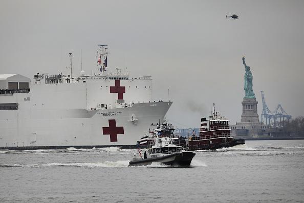 Ship「Hospital Ship USNS Comfort Arrives In New York As Coronavirus Overwhelms Medical Infrastructure」:写真・画像(16)[壁紙.com]