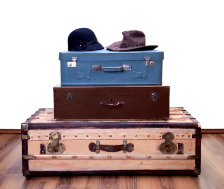 Suitcase「vintage luggages with two hat」:スマホ壁紙(18)