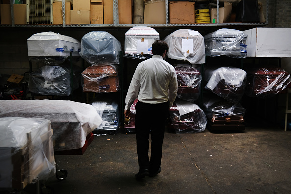 Coffin「Funeral Home In New York Experiences Surge Of Deaths Amid Coronavirus Pandemic」:写真・画像(6)[壁紙.com]