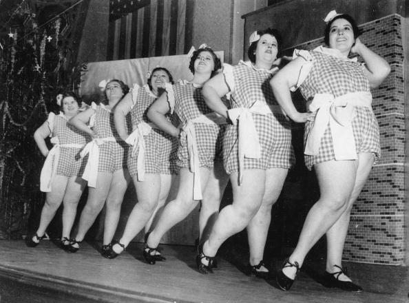 女性「Korpulente revue-girls: the girls must not weigh under 100 kg, Photograph, Around 1930」:写真・画像(19)[壁紙.com]