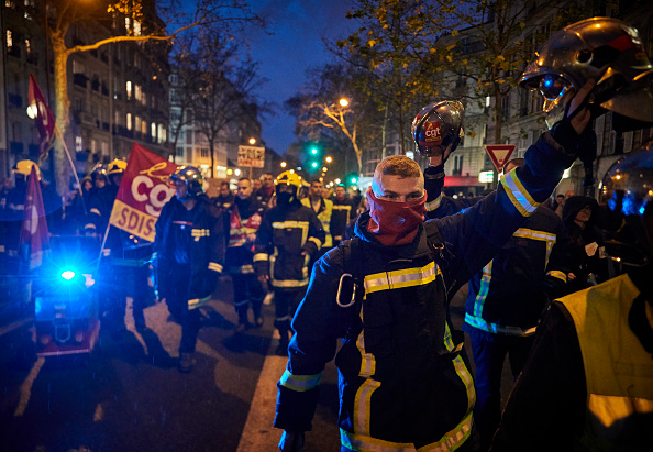 France「French Public Sector Workers Begin New Round Of Pension Strikes」:写真・画像(18)[壁紙.com]