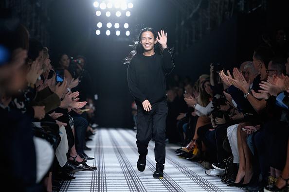ランウェイ「Balenciaga : Runway - Paris Fashion Week Womenswear Fall/Winter 2015/2016」:写真・画像(10)[壁紙.com]