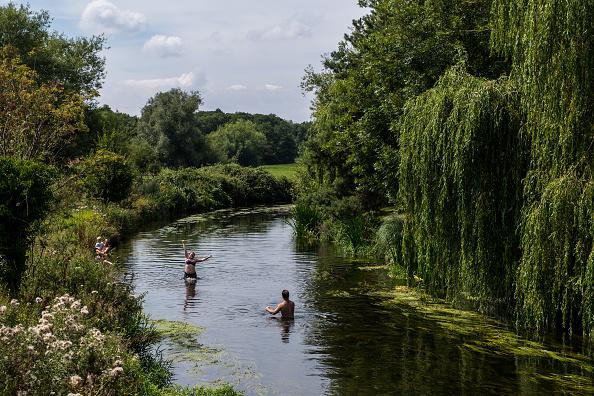 River「UK Basks In Sunshine As Heatwave Continues」:写真・画像(6)[壁紙.com]