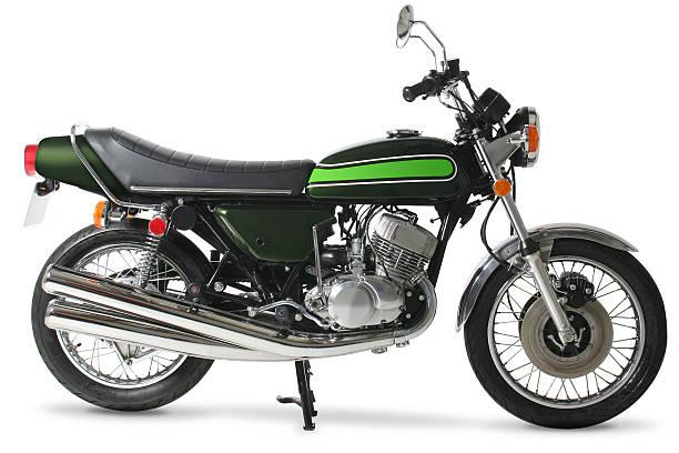 Classic retro 1970s Japanese motorcycle in studio:スマホ壁紙(壁紙.com)