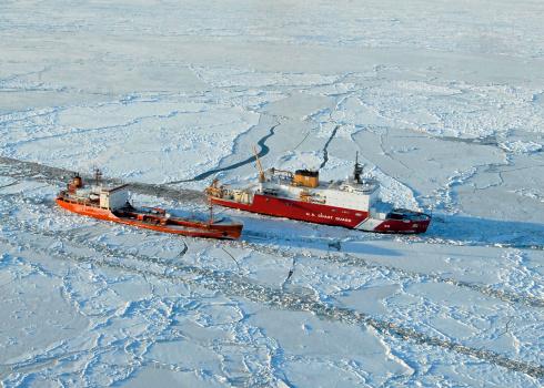 Ice-breaker「USCG Healy breaks ice around a Russian-flagged tanker south of Nome, Alaska.」:スマホ壁紙(4)
