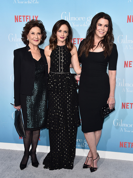 "Kelly public「Premiere Of Netflix's ""Gilmore Girls: A Year In The Life"" - Arrivals」:写真・画像(7)[壁紙.com]"