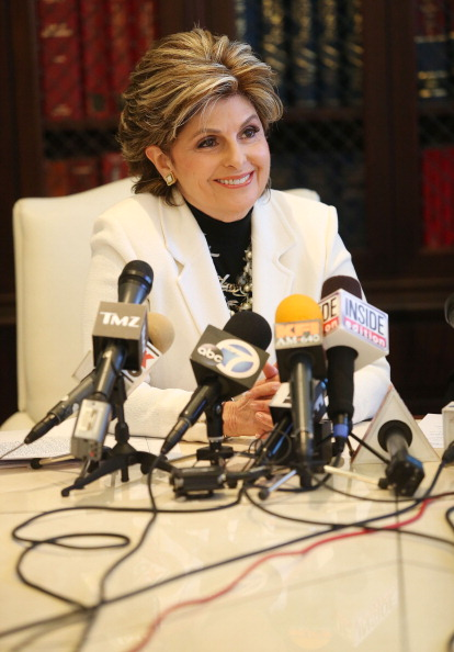 LAX Airport「Videographer News Conference With Attorney Gloria Allred Announcing Lawsuit Against Kanye West After Attacks At Airport」:写真・画像(13)[壁紙.com]