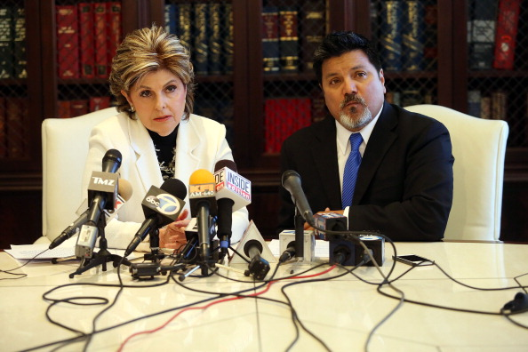 LAX Airport「Videographer News Conference With Attorney Gloria Allred Announcing Lawsuit Against Kanye West After Attacks At Airport」:写真・画像(12)[壁紙.com]