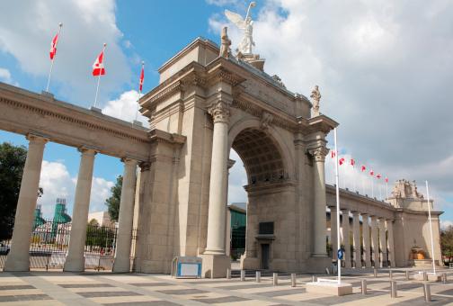 Roman「Toronto Exhibition Site Entrance」:スマホ壁紙(2)