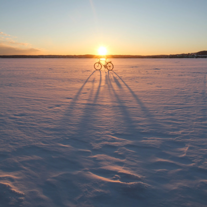 Back Lit「Bicycle parked in snow」:スマホ壁紙(2)