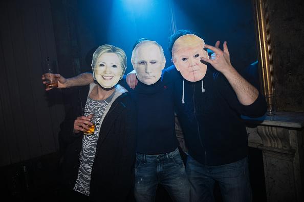 Mask - Disguise「London Pub Celebrates President Trump's Inauguration」:写真・画像(17)[壁紙.com]