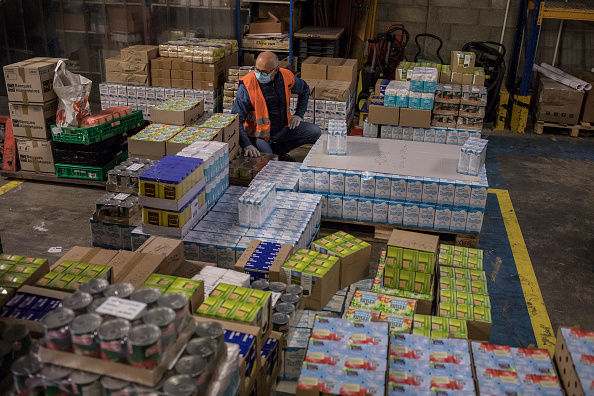 Charity and Relief Work「France's Food Banks Meet Rising Need During Pandemic」:写真・画像(18)[壁紙.com]