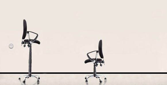 Imbalance「Tall and Short Office Chairs」:スマホ壁紙(8)