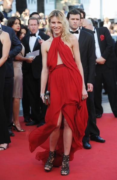 Halter Top「Of Gods And Men - Premiere: 63rd Cannes Film Festival」:写真・画像(3)[壁紙.com]