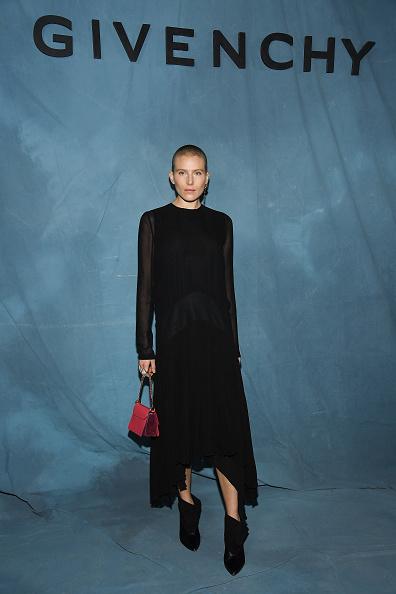 Givenchy「Givenchy : Photocall - Paris Fashion Week Womenswear Spring/Summer 2019」:写真・画像(6)[壁紙.com]