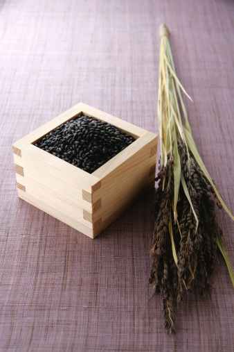 Masu「Uncooked black rice in a cup」:スマホ壁紙(16)