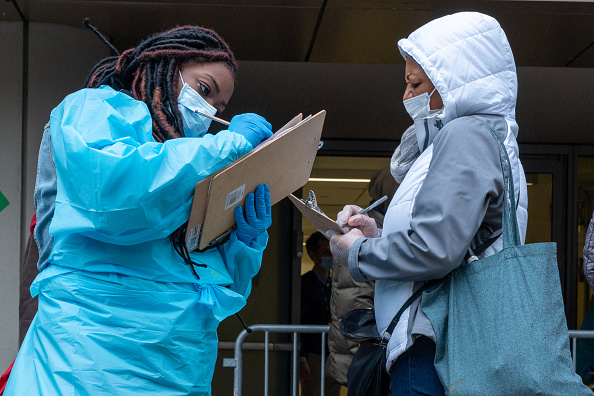 Waiting「New York City Opens New Coronavirus Testing Sites For NYCHA Residents」:写真・画像(9)[壁紙.com]