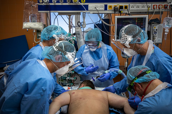 Bestpix「Coronavirus Cases Rise In Czech Republic」:写真・画像(18)[壁紙.com]