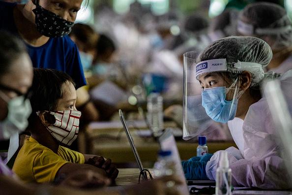 Philippines「The Philippines Impose Restrictions As Coronavirus Cases Rise」:写真・画像(8)[壁紙.com]