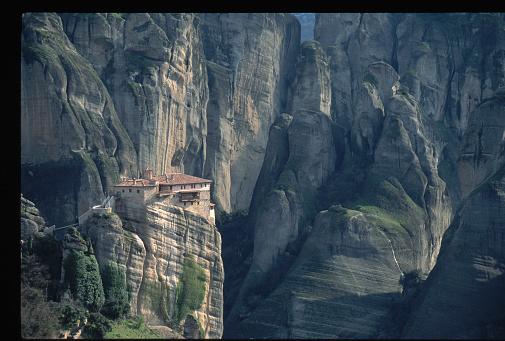 Trikkala「Roussanou Monastery Among Cliffs」:スマホ壁紙(19)