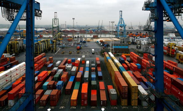 Cargo Container「Container Ships Unload At Tilbury Port」:写真・画像(0)[壁紙.com]