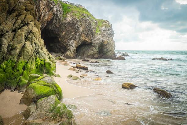 Mexico, Nayarit, Sayulita, Pacific Coast, beach with cave:スマホ壁紙(壁紙.com)