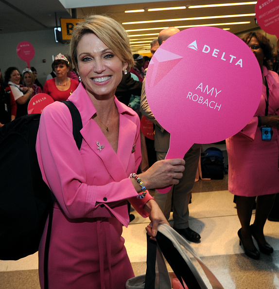 "Kennedy Airport「Delta Charters ""Breast Cancer One"" Flight With Good Morning America's Amy Robach」:写真・画像(7)[壁紙.com]"