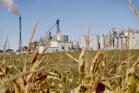 Ethanol「Illinois Plant Produces Alternate Fuel」:写真・画像(3)[壁紙.com]