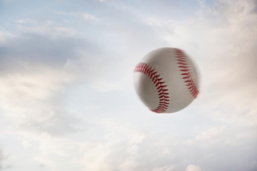 Overcast「Baseball flying through the air」:スマホ壁紙(14)