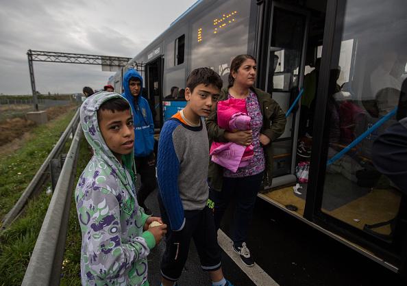 Land Vehicle「Austria Opens The Border To Thousands Of Migrants」:写真・画像(4)[壁紙.com]
