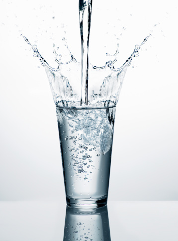 Glass - Material「Pouring water into glass in front of white background」:スマホ壁紙(0)