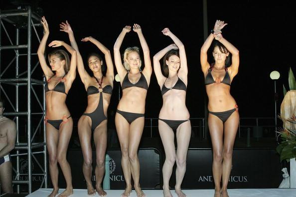 ビキニ「Nick's Bondi Beach Pavilion Opening」:写真・画像(14)[壁紙.com]