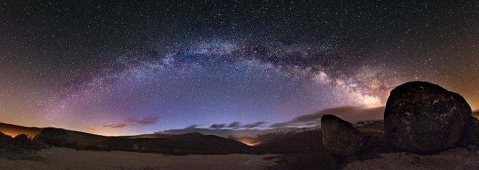 星空「Spain, Ourense, night shot with stars and milky way in winter」:スマホ壁紙(11)