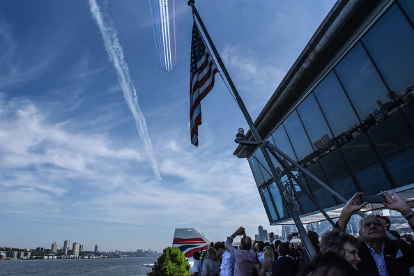 Air Force「Royal Air Force Red Arrows Join The U.S. Air Force Thunderbirds For NYC Flyover」:写真・画像(11)[壁紙.com]