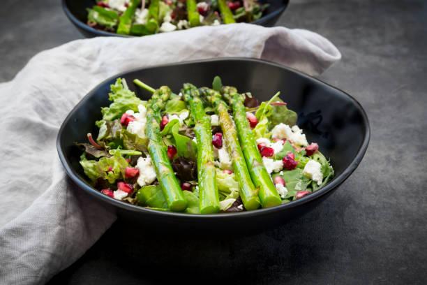 Mixed salad with fried green asparagus, feta and pomegranate seeds:スマホ壁紙(壁紙.com)