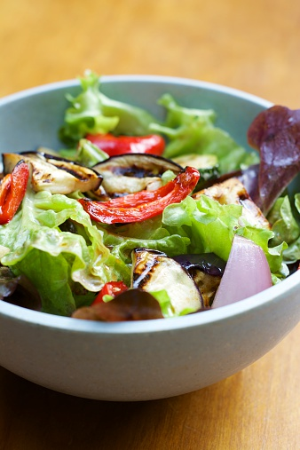 Vinaigrette Dressing「Mixed salad with grilled vegetables and a balsamic vinaigrette」:スマホ壁紙(16)