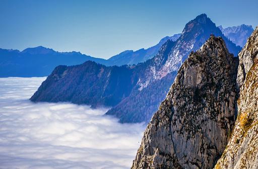 スイス「Grosser Mythen mountain peaks through the clouds, Switzerland」:スマホ壁紙(14)