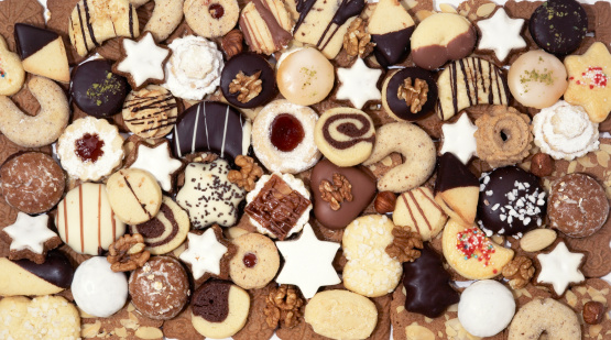 Cookie「Assortment christmas cookies studio shot horizontal from above」:スマホ壁紙(16)