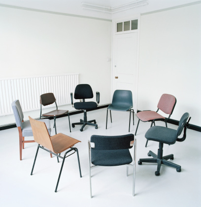 Medium Group Of Objects「Assortment of office chairs in circle」:スマホ壁紙(10)