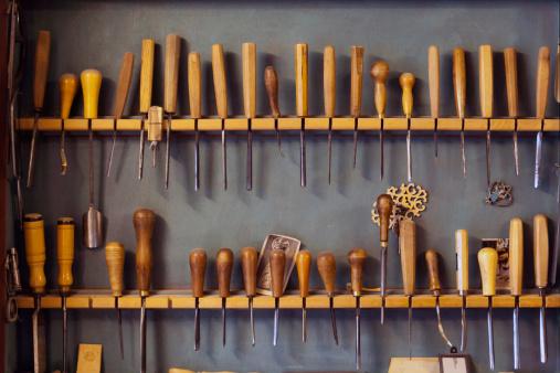 Skill「Assortment of chisels in a volin maker's workshop」:スマホ壁紙(18)