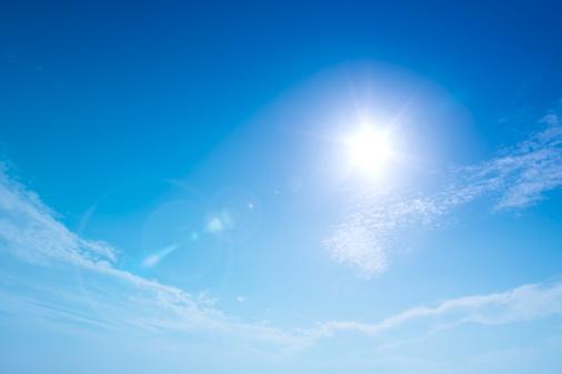 雲「Sun and clouds in blue sky, lens flare, copy space」:スマホ壁紙(9)