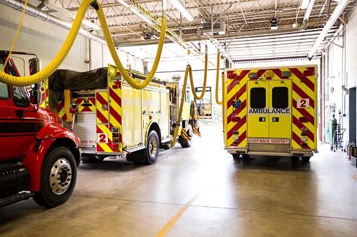Richmond - Virginia「Fire trucks in fire station」:スマホ壁紙(18)
