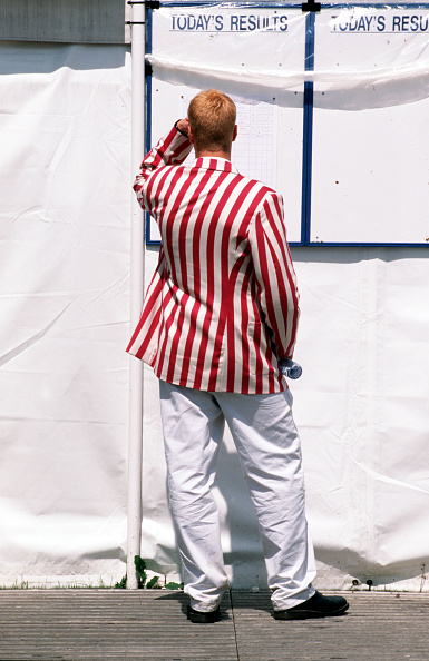 """Henley Royal Regatta「""""Images of an English Sporting Summer"""". July 1997. The Henley Royal Regatta, Henley-on-Thames, England. A spectator wearing a red and white striped blazer is pictured looking at a results board.」:写真・画像(4)[壁紙.com]"""