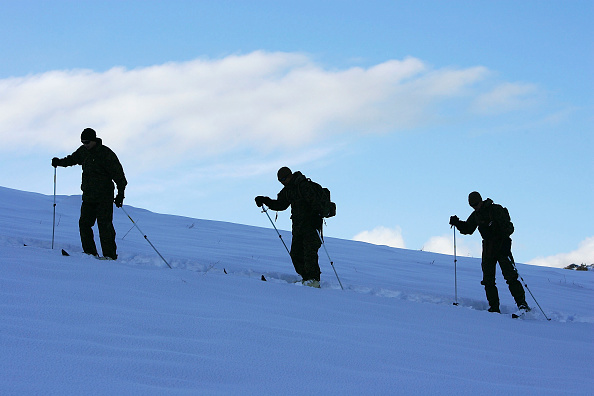 Ski Pole「15th Marine Expeditionary Unit Conducts Mountain Warfare Training」:写真・画像(3)[壁紙.com]