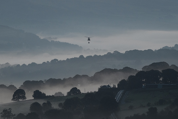 CH-47 Chinook「Town Of Whaley Bridge Evacuated After Dam Collapse」:写真・画像(2)[壁紙.com]