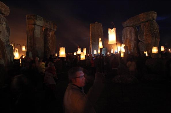 UNESCO World Heritage Site「Salisbury International Arts Festival Hosts The Fire Garden At Stonehenge」:写真・画像(7)[壁紙.com]