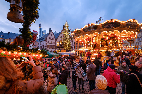 Frankfurt - Main「Christmas Markets Draw Visitors In Annual Tradition」:写真・画像(15)[壁紙.com]