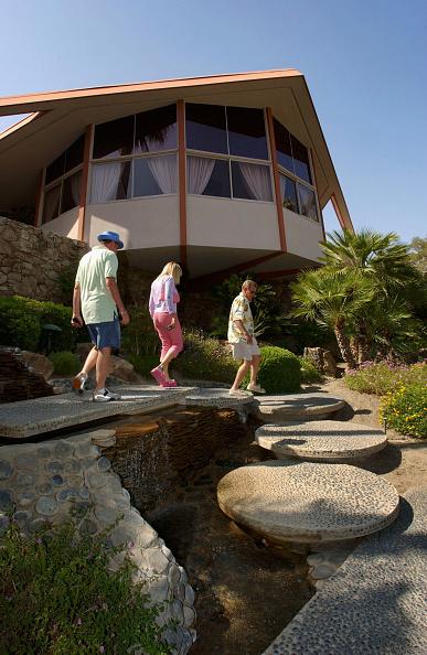 Bedroom「Elvis Friends and Fans Gather in Palm Springs」:写真・画像(2)[壁紙.com]