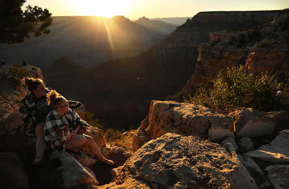 Arizona「Grand Canyon Opens With Limited Capacity And Services On Weekends Amid Pandemic」:写真・画像(12)[壁紙.com]