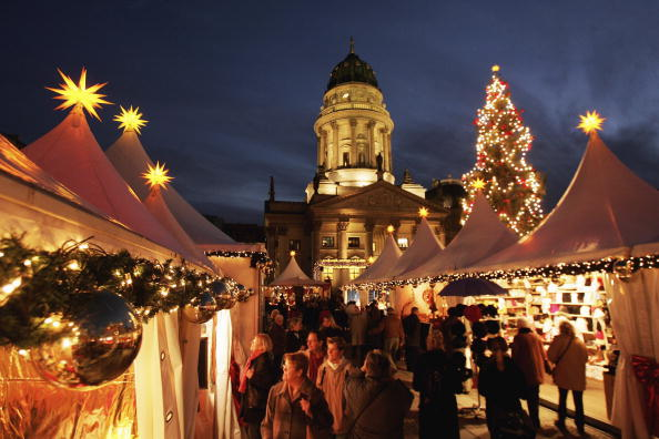 Christmas Market「Traditional Christmas Markets Open in Germany」:写真・画像(0)[壁紙.com]